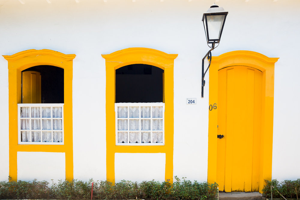 brazil-brasil-paraty-colonial-house-style-portugal-portuguese-yellow-white-rio-de-janeiro-daytrip.jpg