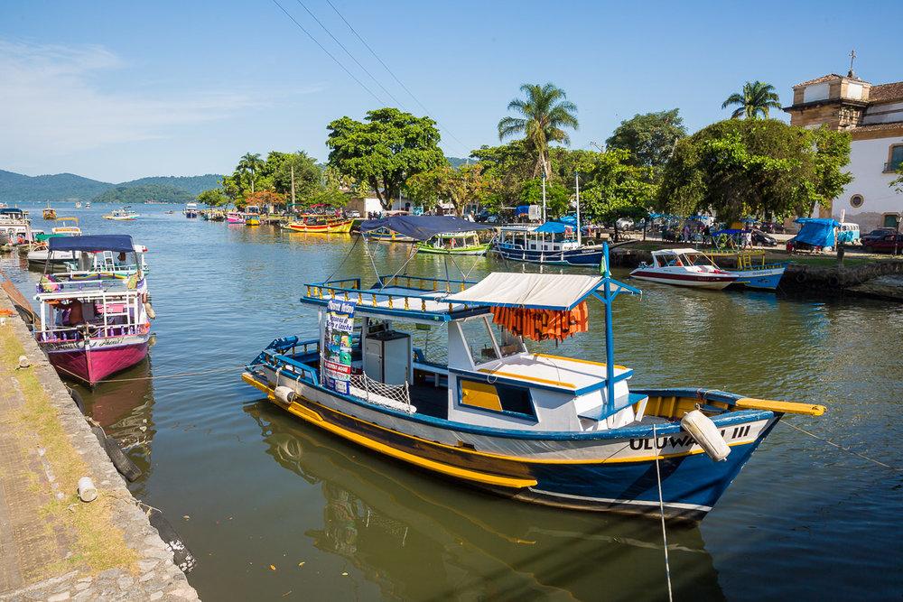 boat-canal-paraty-brasil-brazil-rio-de-janeiro-beach-weekend-away-trip-roadtrip.jpg