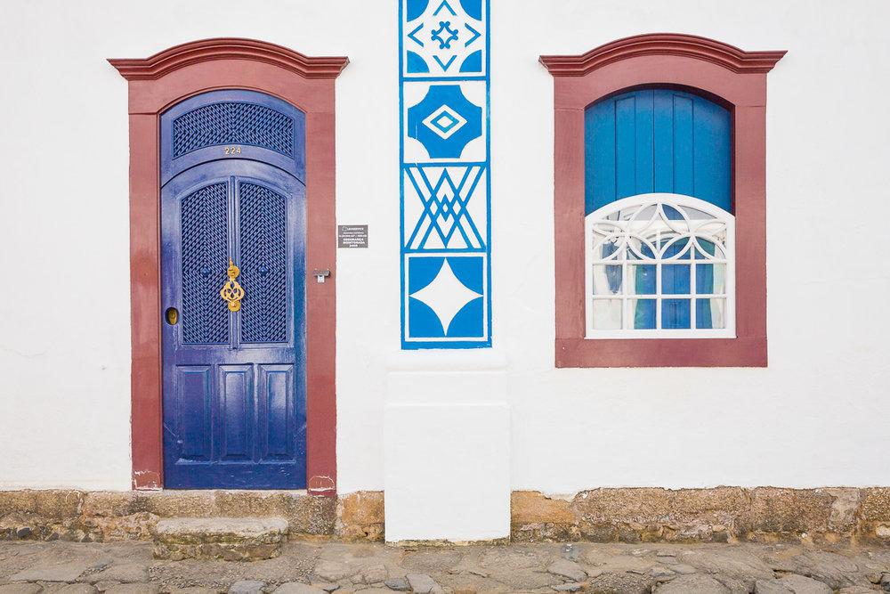 paraty-rio-de-janeiro-brasil-brazil-architecture-house-colonial-decoration-blue-white-portuguese.jpg