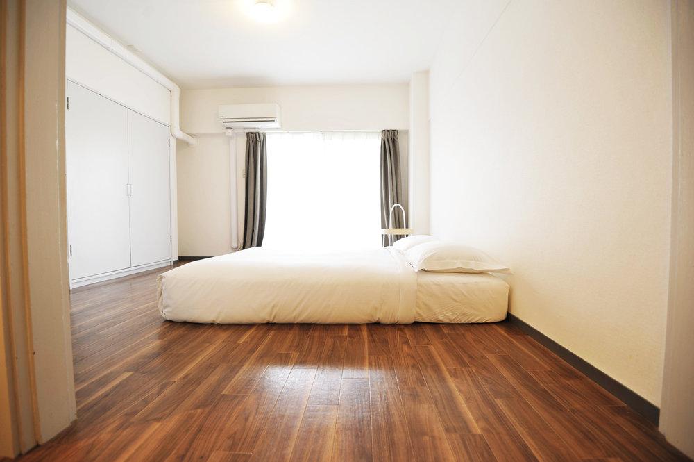 brown_bedroom.jpg