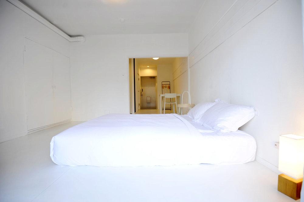 white_bedroom_from_balcony_bed.jpg