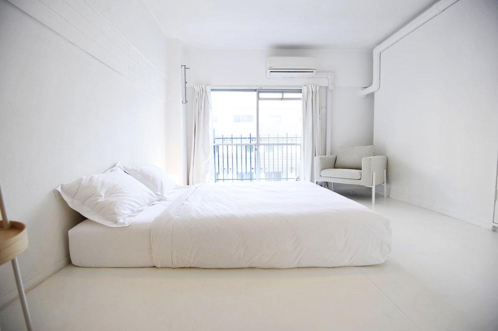 white_bedroom.jpg