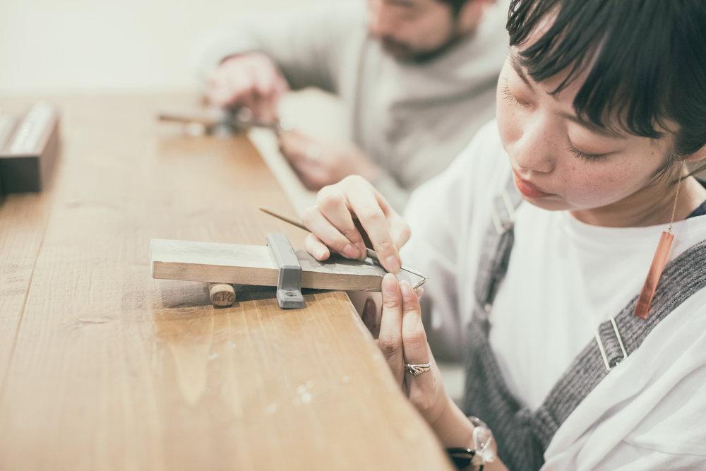 手作りの婚約指輪、結婚指輪が作れる鎌倉彫金工房のinstagramの写真撮影を担当しています