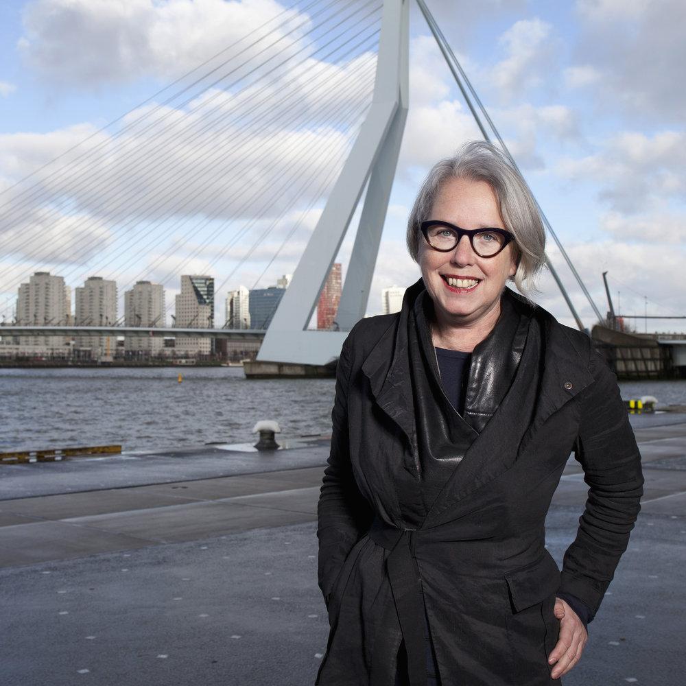 Sjouk Hoitsma     secretaris   secretaris@textielcommissie.nl      Conservator/curator Museum Rotterdam en freelance curator mode, kostuum en textiel.