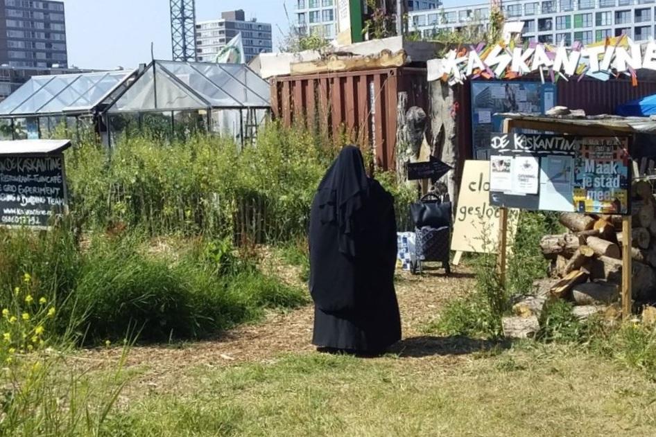 Placemaking Plus_livable to lovable_delflandplein_public life_dekaskantine.jpg