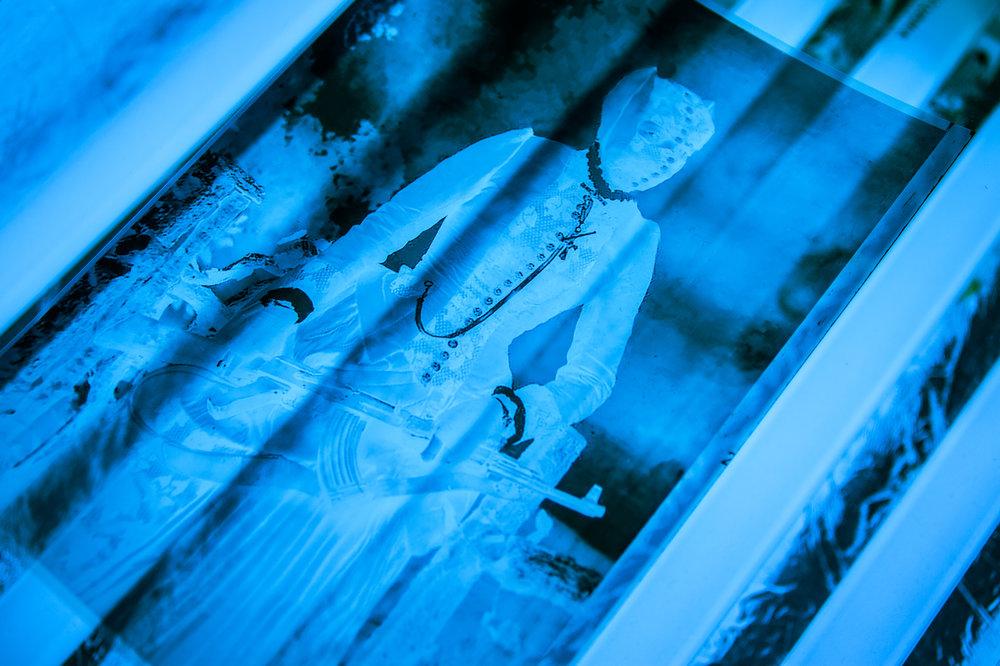Lavoriamo ogni stampa con metodi artigianali nella più pura tradizione della stampa ai sali d'argento,con meticolosa attenzione ai dettagli.
