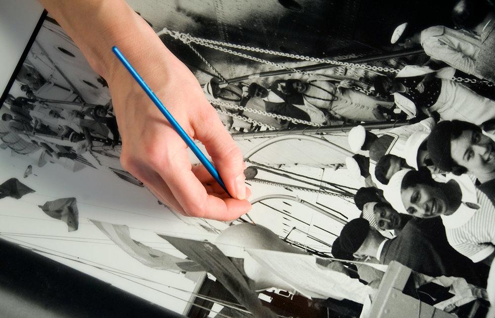 il-laboratorio-bn-lavorazione-analogica-bianco-nero-ritocco-stampe-ai-sali-d'argento-fine-art-carta-baritata