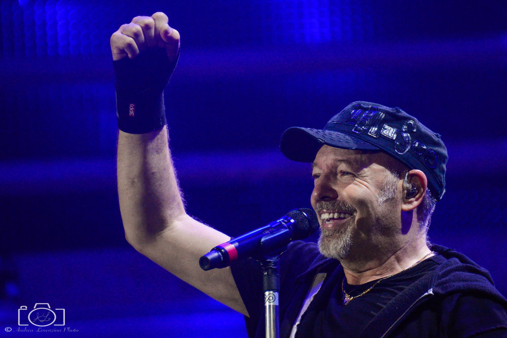 8-vasco-rossi-blasco-livekom-livekom016-live-spettacolo-rock-musica-concerto-concert-music.jpg