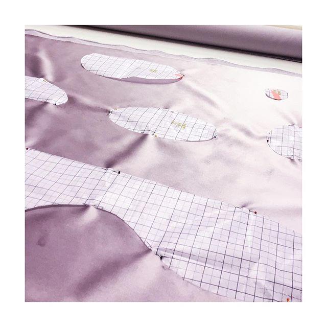 @anoukxvera x @kobe_interior_design Behind the scenes: Pattern pieces, organised neatly.  #kobe #anoukxvera #modebelofte #dutchdesignweek