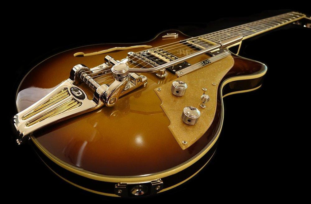 e-guitar-1736291_1920.jpg