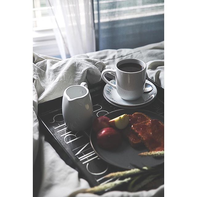 What's your favorite Breakfast In Bed meal?! - I have toast with fruit in this picture, but most of the time I love savory breakfasts that many people would consider lunch or dinner.  I loooove a vegan pho or ramen for breakfast 🍲 😋😋. Slurping on a steaming hot bowl of noodle soup in the morning is the beeest!! - • • • • • • • • • • • • • • • #hygge #hygge❤️ #hyggelig #hyggetid #hyggeligt #hygger #hyggelife #bloggerlove #bloggerlifestyle #makeitblissful #browngirlbloggers #veganrecipes #vegandessert #vegandinner #vegandesserts #vegancooking #veganlove #veganfoodie #vegancake #vegantreats #veganliving #veganbreakfast #veganlunch #vegancommunity #healthystart #healthyfoods #healthymeal #healthyisthenewskinny #healthyfamily #healthycooking