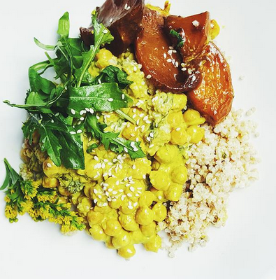 Sakara Roasted Peach Chana Masala with coconut-basil quinoa + mint chutney