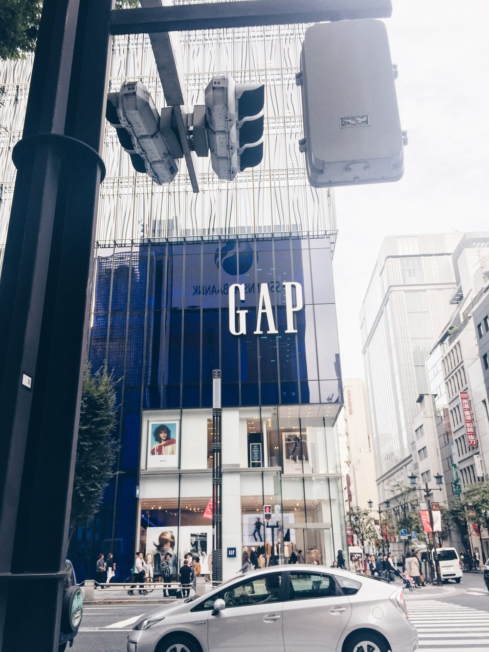 GAP runs a big-display style - Fashion & Lifestyle Spots in Tokyo, Japan - DROP