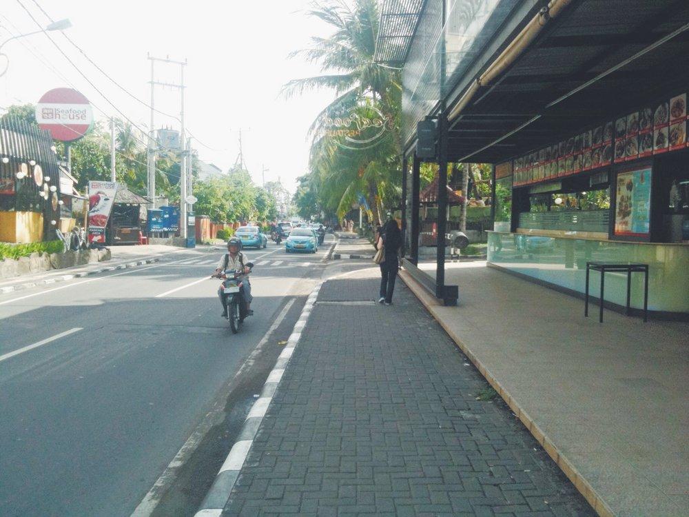 Blog - Bali - Street - DROP