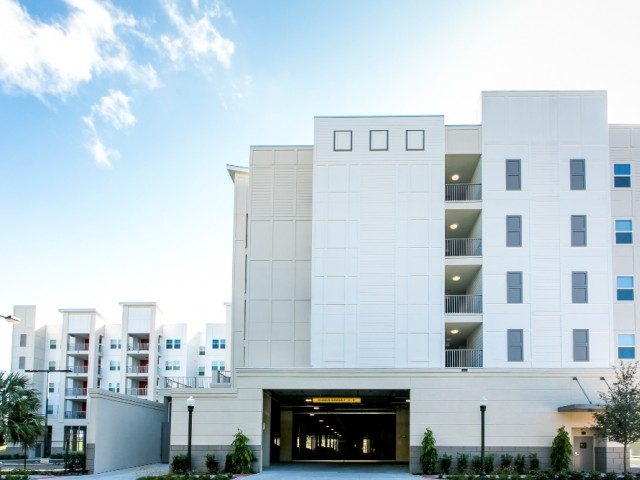 Lexington Court Apartments    Orlando, Florida   High-Rise   Learn More
