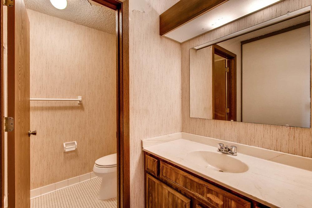1700 Four Oaks Road 143 Eagan-print-016-28-Master Bathroom-2700x1800-300dpi.jpg