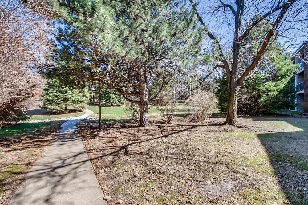 1700 Four Oaks Road 143 Eagan-print-026-25-Courtyard-2700x1800-300dpi.jpg