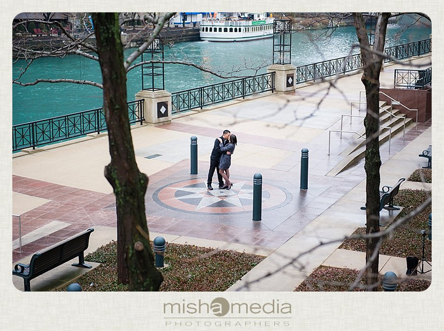 Engagement Session at Chicago Riverwalk_0008