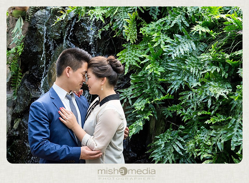 Garfiled_Park_Conservatory_Engagement_Session 03