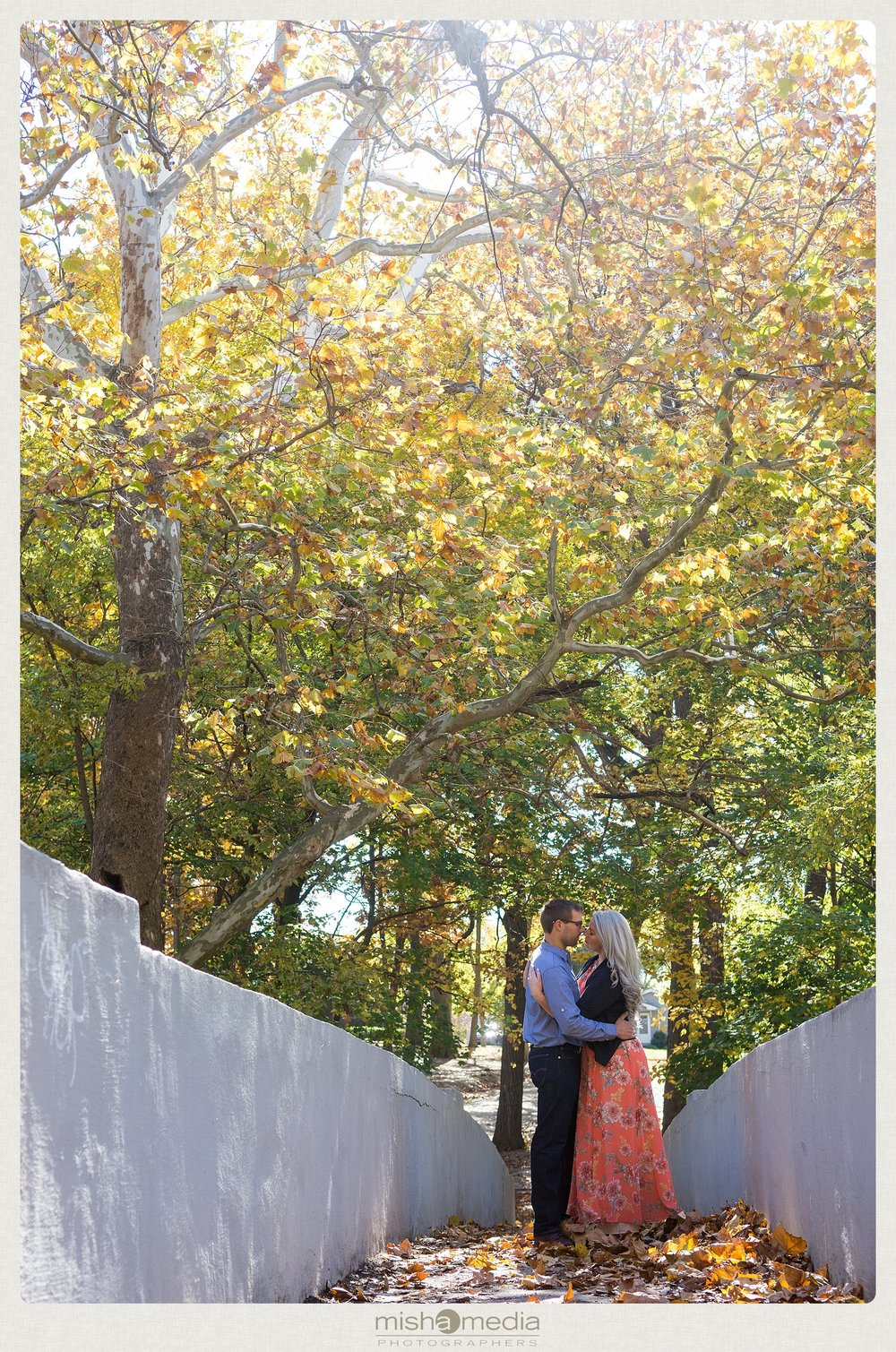Outdoor-Engagement-Session-at-Dellwood-Park_0001.jpg