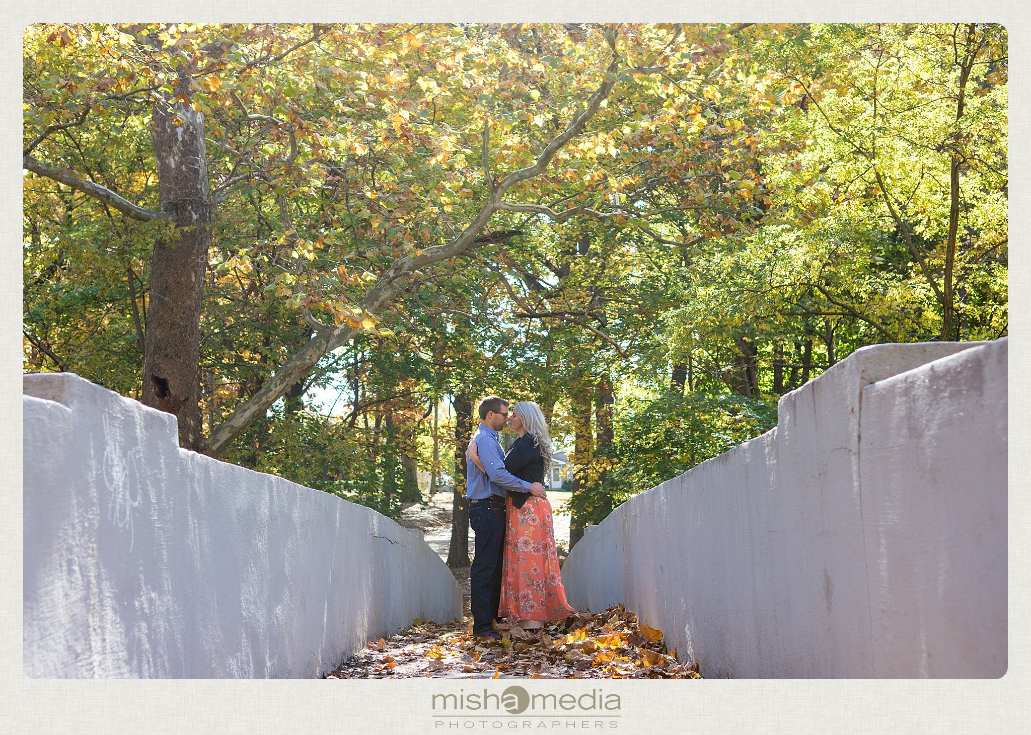 Outdoor Engagement Session at Dellwood Park_0002
