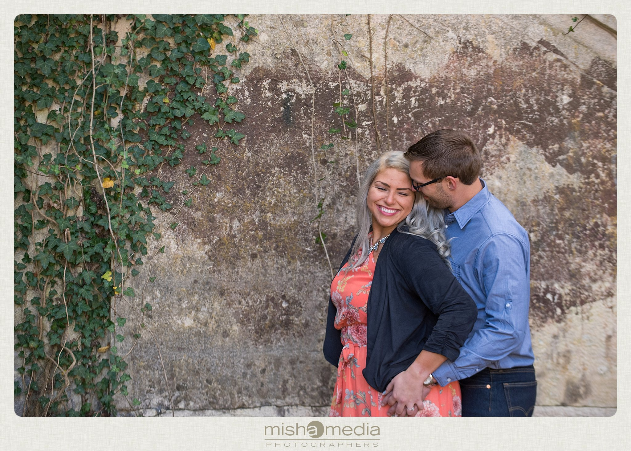 Outdoor Engagement Session at Dellwood Park_0003