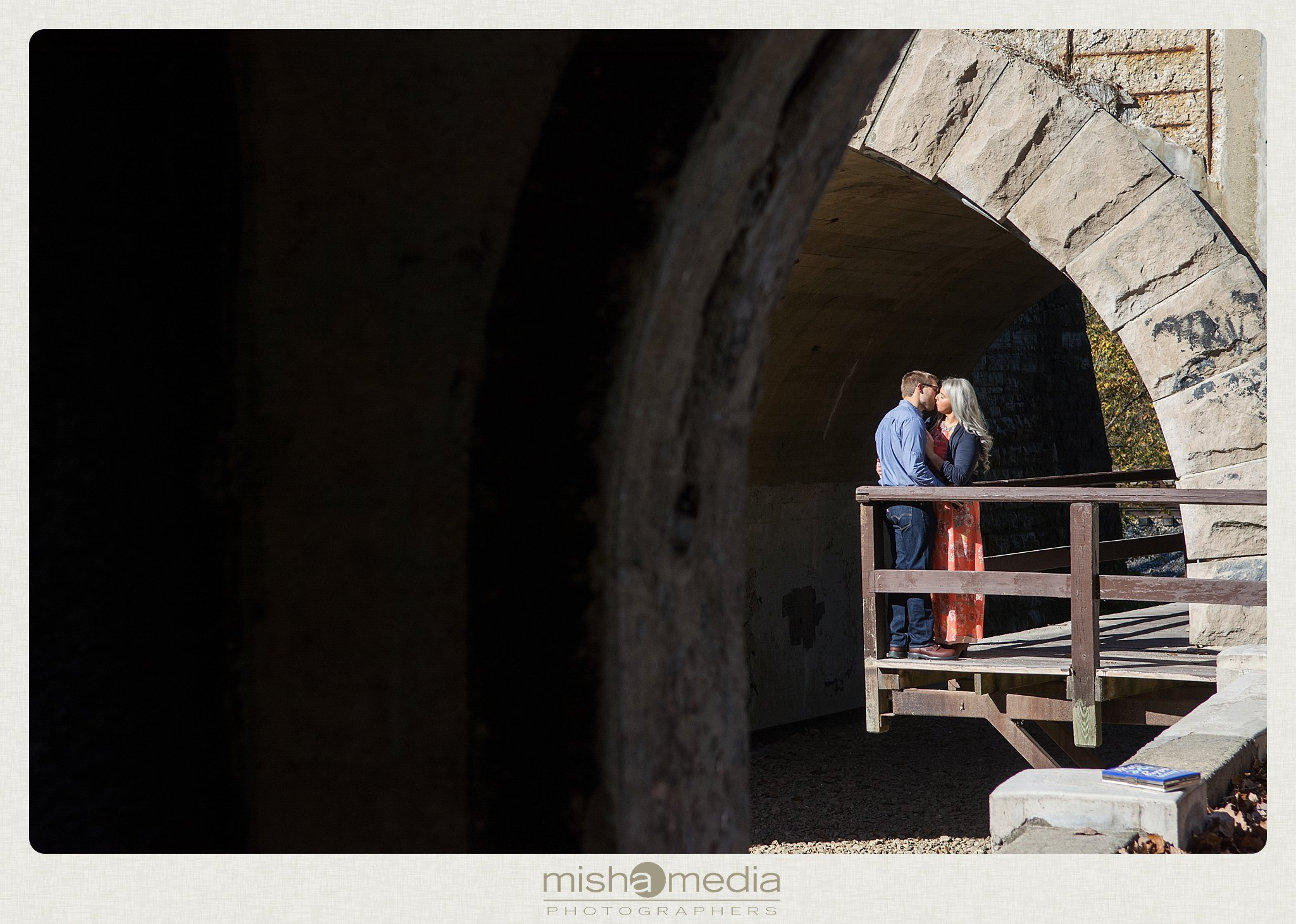 Outdoor Engagement Session at Dellwood Park_0008