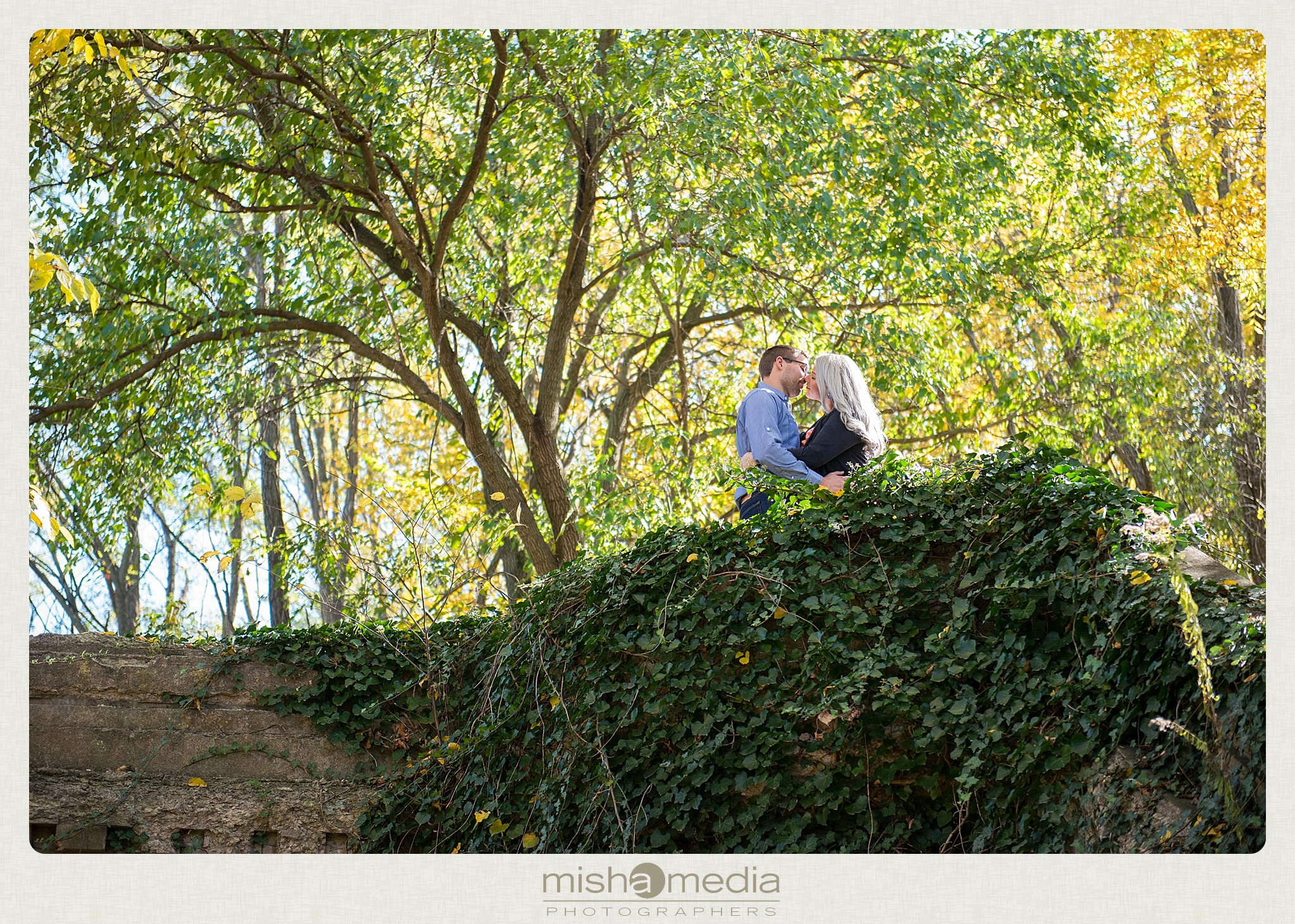 Outdoor Engagement Session at Dellwood Park_0005