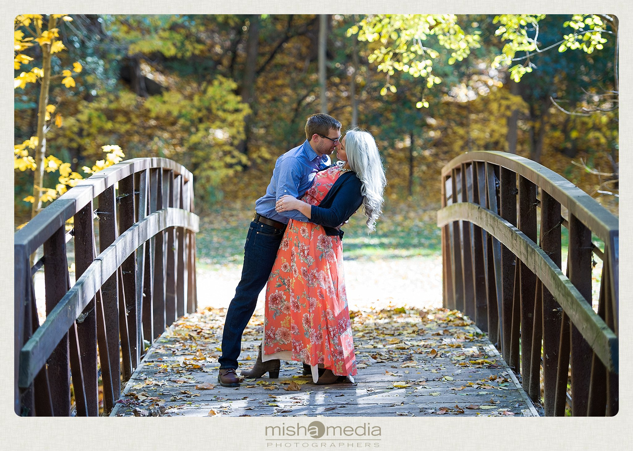 Outdoor Engagement Session at Dellwood Park_0011