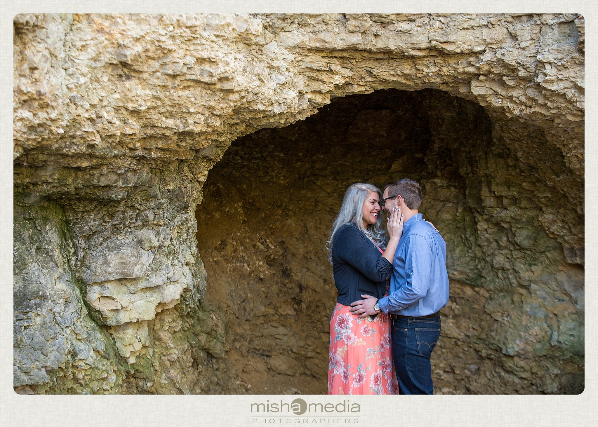 Outdoor Engagement Session at Dellwood Park_0013