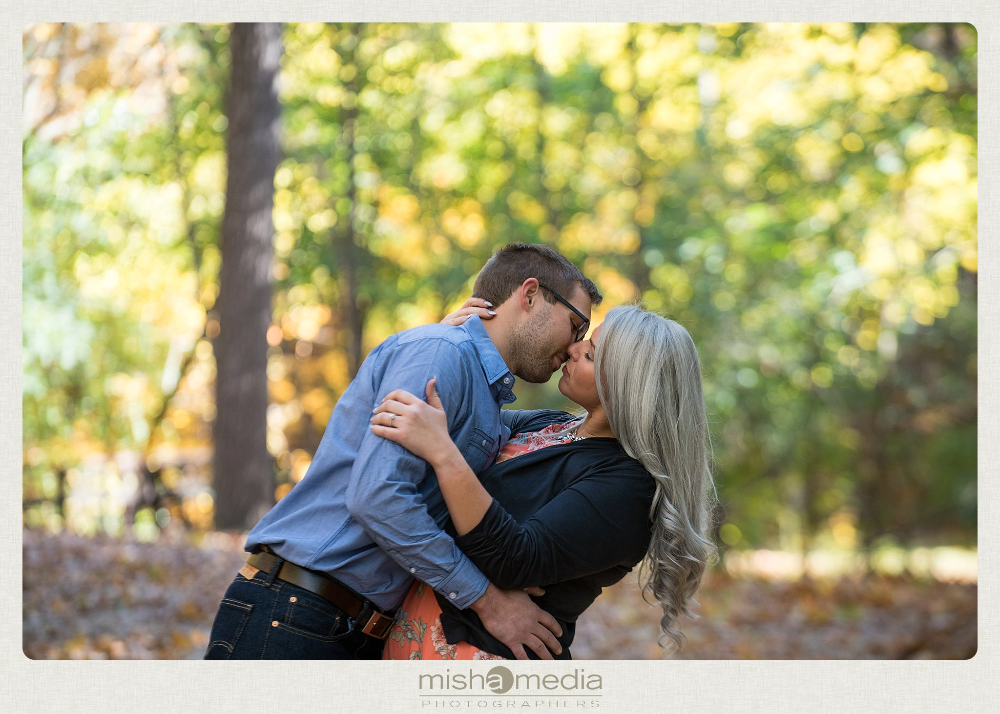 Outdoor Engagement Session at Dellwood Park_0014