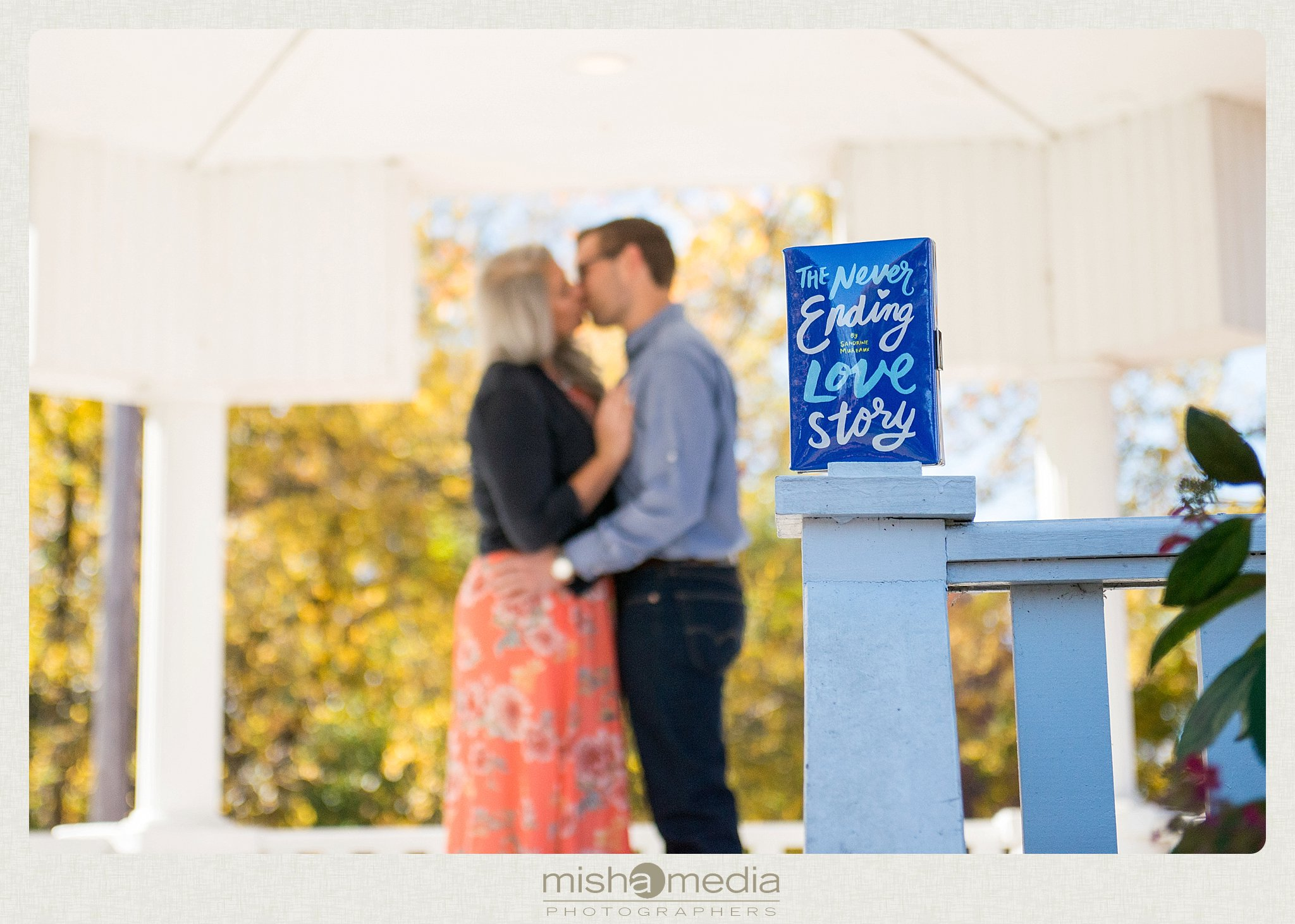 Outdoor Engagement Session at Dellwood Park_0016