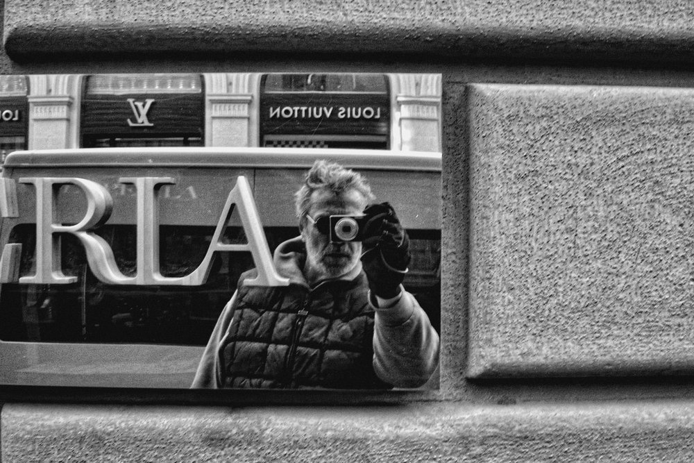 Selfie with a small Leica C-Lux 2