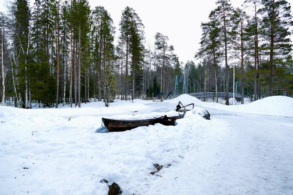 Ondergesneeuwd bootje