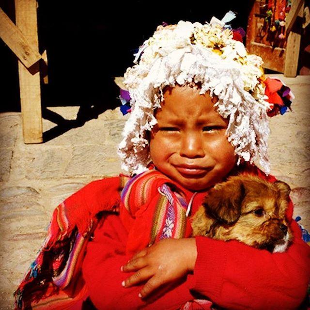 During my travels in Peru, I met this cute little girl with her dog in Pisac located in the Sacred Valley of the Incas. . Tijdens mijn Peru reis, kwam ik dit schattige meisje tegen in Pisac, gelegen in de Heilige Vallei van de Incas. . . . . #reissensatie #peru #visitperu #sacredvalley #heiligevallei #pisac #locals #travel #bestintravel #reizen #reisblog