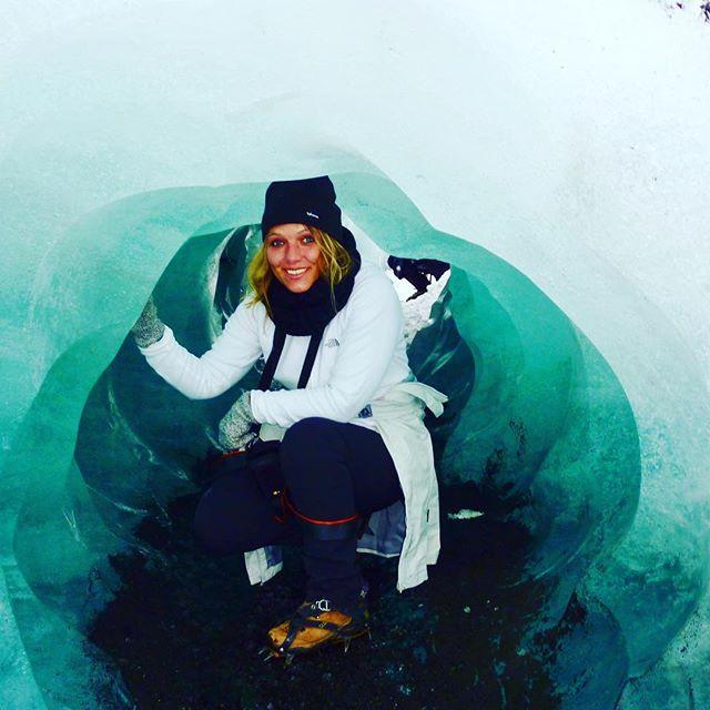 Discovering the ice caves in Iceland 😛 . IJsgrotten in IJsland ontdekken 💕 . . . . . #ijsland #iceland #visiticeland #beautifuldestination #amazingplace #reizen #reisblog #travels #travelblog #bestintravel #travelstoke #adventure #avontuur #vakantie #reissensatie #travelgram #fantasticearth #wanderlust #wandelen #hikingadventures