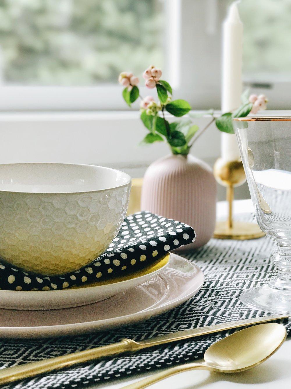 Thanksgiving Table Settings, Modern Colour, Nyla Free Designs Inc., Calgary Interior Designer