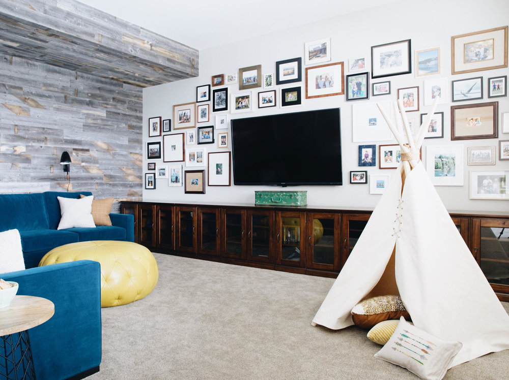 Family Room Gallery Wall, Nyla Free Designs, Calgary Interior Designer, Photo: Phil Crozier