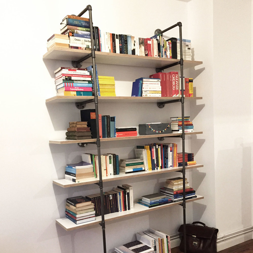 book-shelf-bücherregal-wandregal-industrieregal-temperguss-stahlrohr-möbelbau-diy.jpg