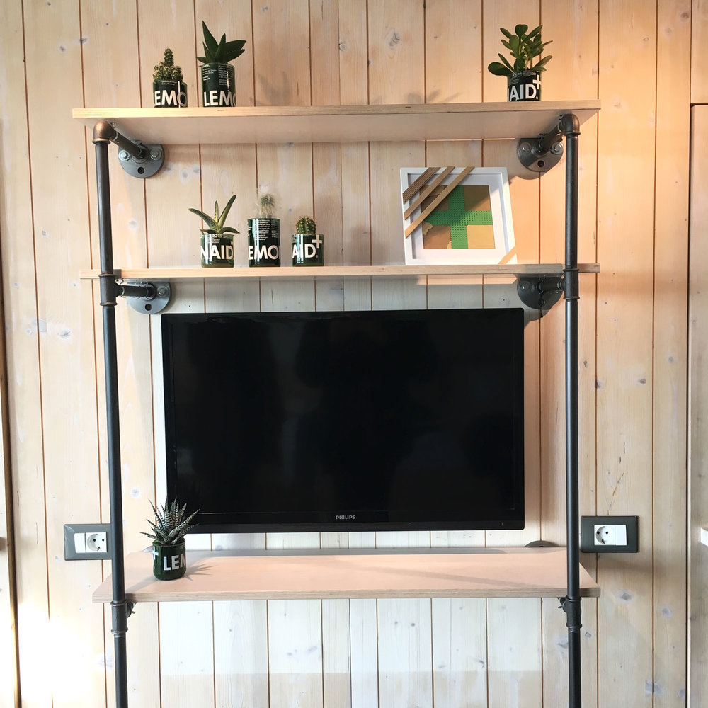 tv-rack-industriedesign-industrial-design-rohr-wasserrohr-stahlrohr-temperguss.jpg