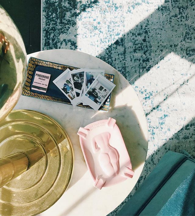 i might be having a slight obsession with pink and blue | blue + gold tray @ habitconcept.com . . . . . #habitconcept #colorinspo #colorplay #theobjectenthusiast #objectenthusiast #ashtrays #vintageashtray #naughtyashtray #pursuepretty #raysoflight #sunlight #flashesofdelight #sodarling #thatsdarling #blueandpink #shopsmall #shopsmallbusiness #millennialpink #ohwowyes #instavsco #vsco #vscohome #howyouhome #livecolorfully #currenthomeview #pocketofmyhome