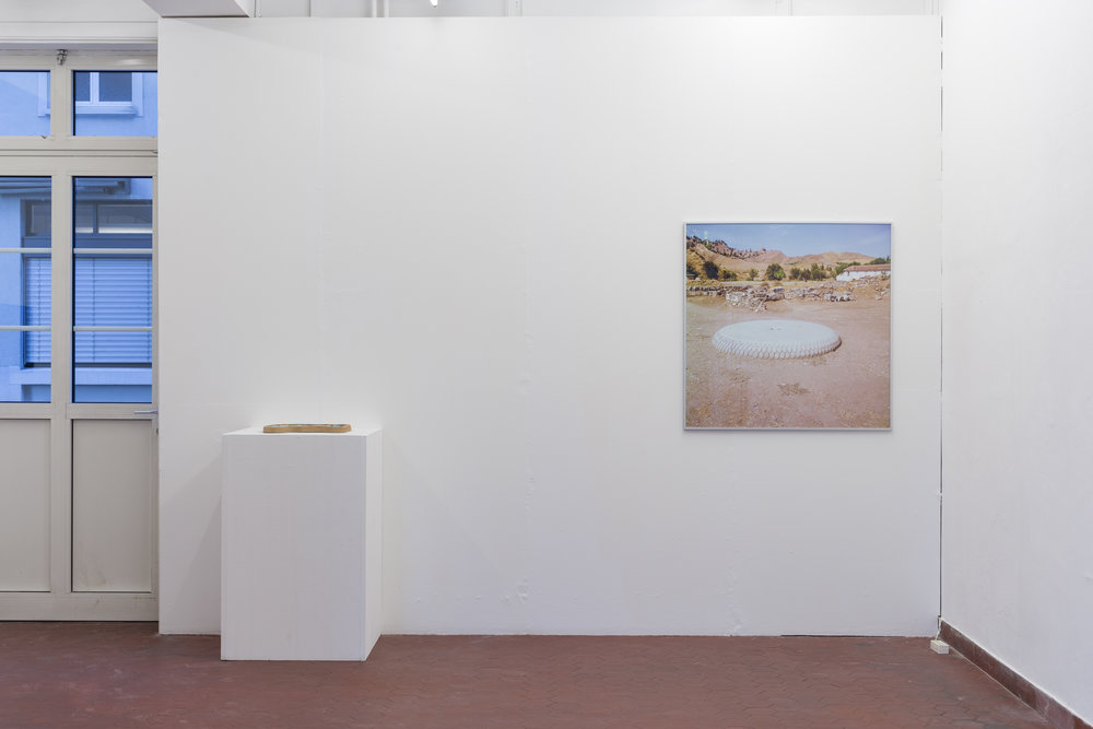 Installation view, 5. Donatella Bernardi & Wong Ping Left: Donatella Berardi,  Kitty Pool,  2017, stoneware with glaze and glass, 30 x 38.5 x 3 cm Right: Donatella Bernardi,  Portique Syrien Series 4 , 2015, inkjet print mounted on aluminium board, 101 x 101.5 cm Photo: Kilian Bannwart