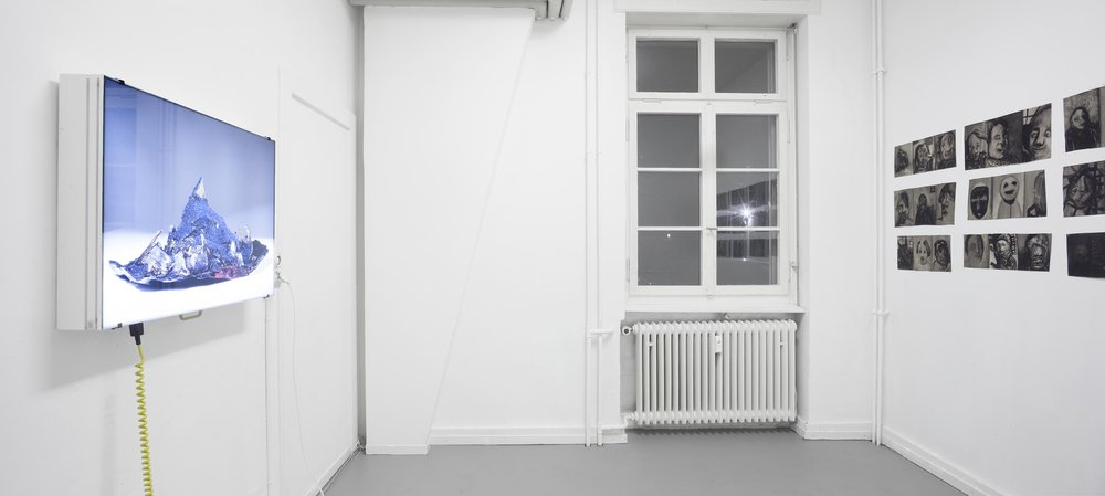 Left: Sabine Schlatter,  Model for Island of Anxiety , 2015, light box, photo / Foto, 84 x 63 cm Right: Hans Witschi,  Human Being: Rough Draft, 54 Studies in Groups of Three , 1984, oil on primed canvas, ca. 100 x 310 cm Photo: Christoph Oeschger