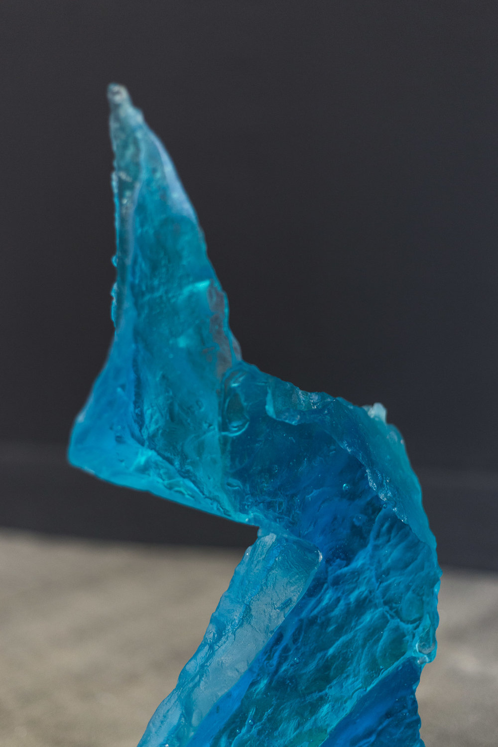 Matyas Chochola,    CD Daniel (Blue)    (detail)  ,   2017  ,   Glass, 75 × 45 × 11 cm   Photo: Kilian Bannwart