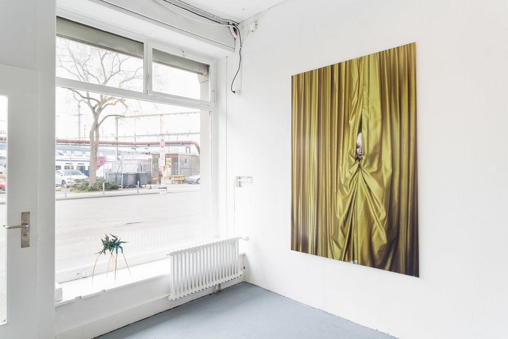 Left: Mélodie Mousset,  Surgeons , 2016, bronze, 30 x 30 x 50cm  Right: Manon, Hotel Dolores, 2008-2011, Photoseries with ca. 150 Photographs, C-Prints on Fuji Crystal Archive Paper mounted on Aluminium, 189 x 126cm  Photo: Kilian Bannwart