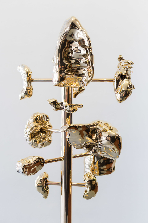 Mélodie Mousset,  Hanger , 2015, Bronze, 194 x 50 x 50 xm  Photo: Kilian Bannwart