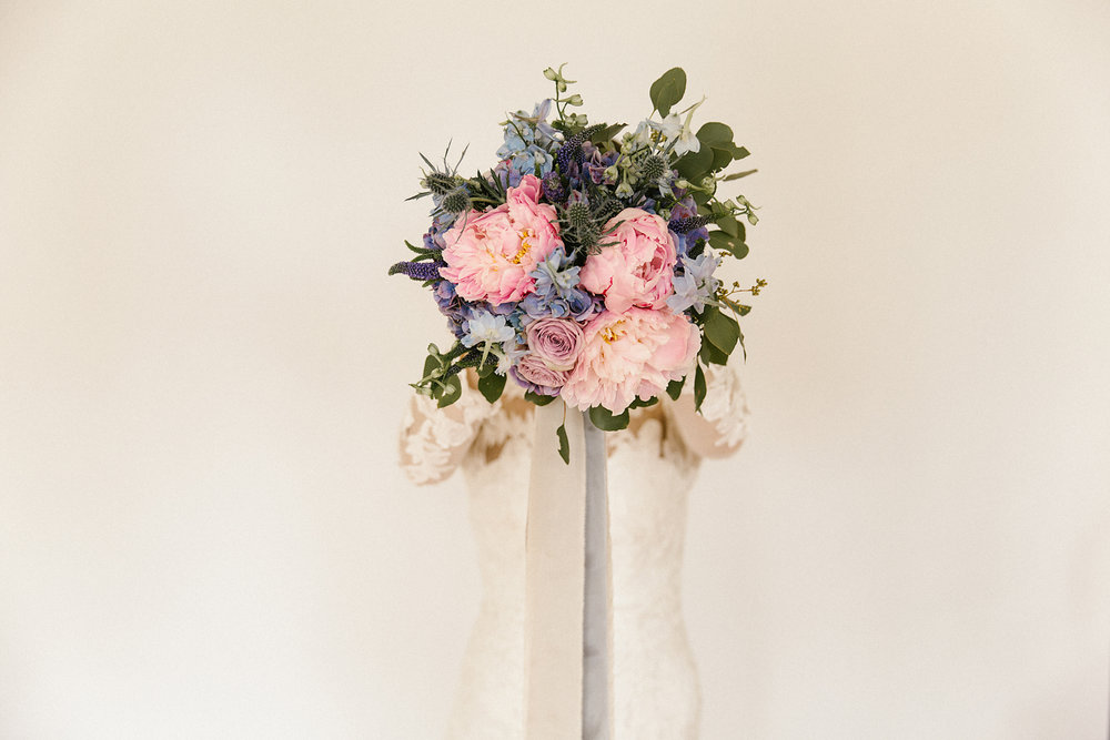 Bouquet by  Francesca's Flowers . Photography by  Poppy & Sage Photography .