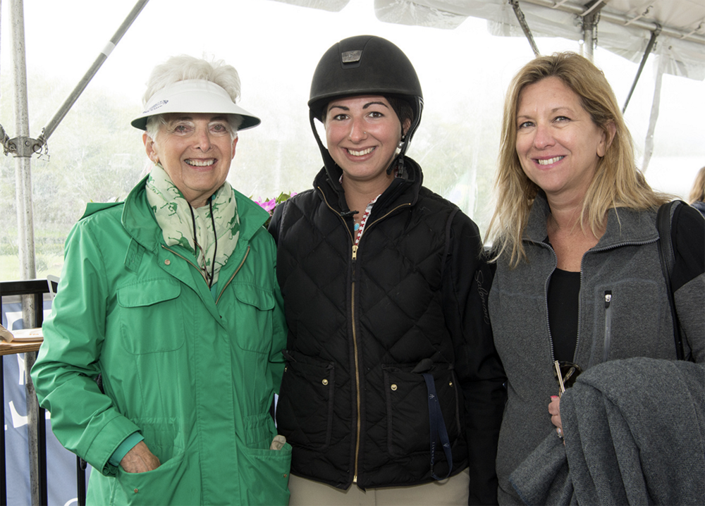 Rizzi's Comet owner Jessica Ott with her mother and VIvien Malloy