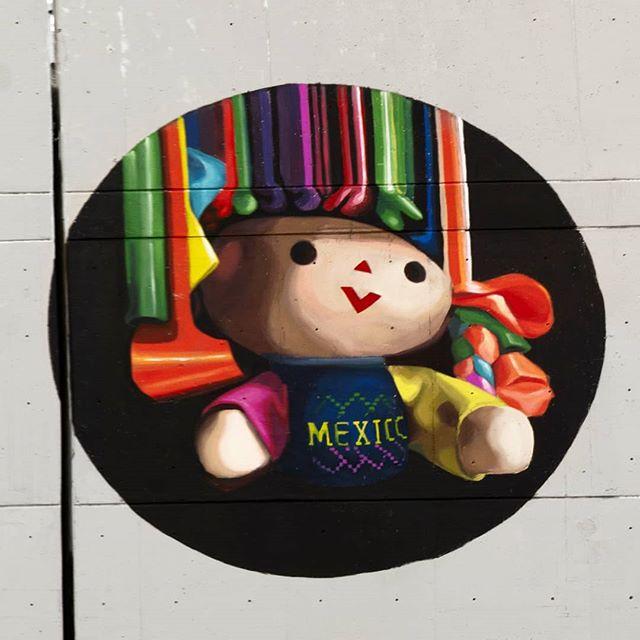 """""""La muñeca María"""" """"Representaciones mexicanas de lo femenino"""" #mexico🇲🇽 city @centraldemuros Ph. @lorenacofradia  #marieajras #marielaajras #muralismo #marie_ajras #mural #urbanart #wall #femenism #womenempowerment #mexico🇲🇽 #centraldeabastos #streetart"""