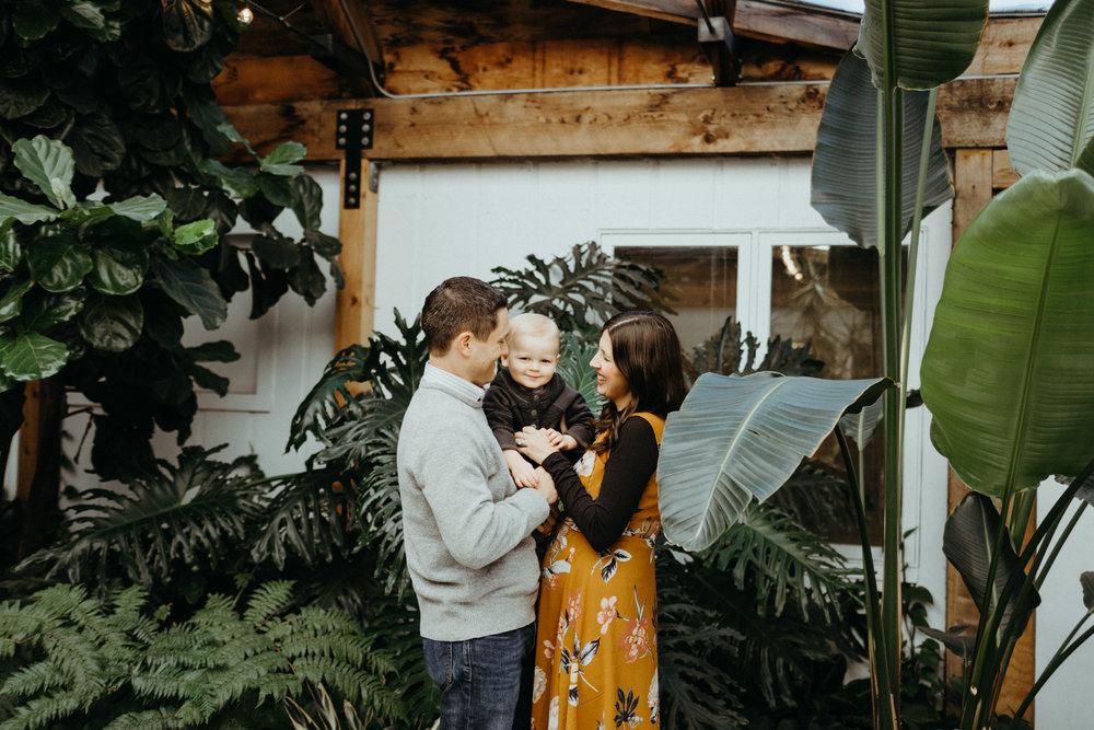 jamieleighmiller_omaha_family_mulhalls_greenhouse-2.jpg